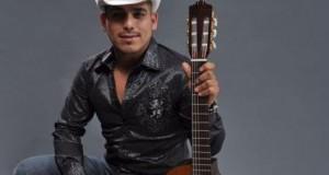 Espinoza Paz estrena tema durante concierto en Los Angeles