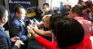 Pesado convoca a más de mil fans en firma de autógrafos en Monterrey