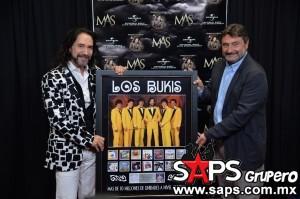 """Marco Antonio Solís  fue reconocido por las altas ventas a nivel mundial de """"Gracias Por Estar Aquí"""""""