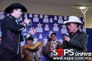 Frizzio Garibaldi cantando Acá entre nos con Don Pedro Rivera