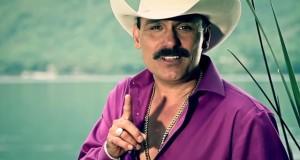 """Hoy a la venta en los Estados Unidos """"LE HACE FALTA UN BESO"""" de El Chapo De Sinaloa"""