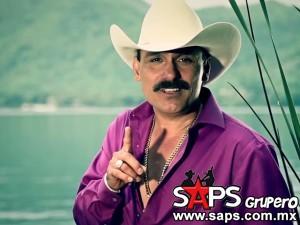 """Hoy sale a la venta en los Estados Unidos """"LE HACE FALTA UN BESO"""" de El Chapo De Sinaloa"""