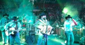 Intocable pone a cantar en el Palenque de Culiacán