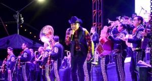 Impresionante presentación de Espinoza Paz en el Carnaval Mazatlán 2015