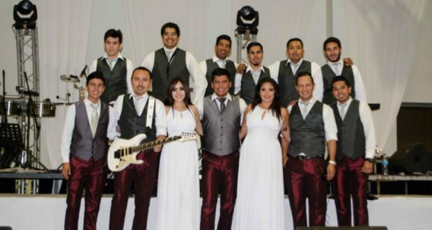 Rafa Becerra; de vocalista de Banda Carnaval a grupo versátil