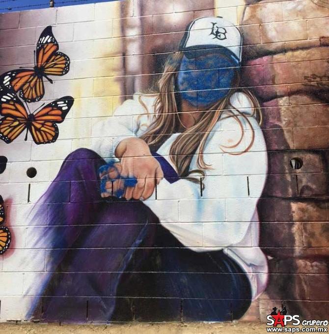 "La obra titulada ""Mariposa de Barrio"" de Jenni Rivera  es grafiteada por vándalos"