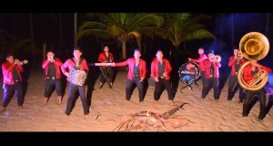 Banda Arsenal – Tus Besos (Letra y Video Oficial)
