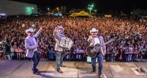 Pesado hace vibrar con su música la Feria de Palin, Escuintla en Guatemala