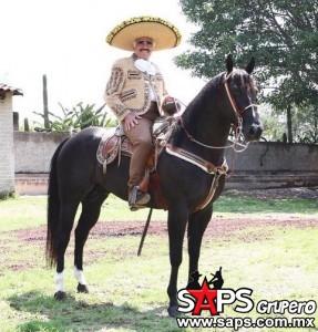 Vicente Fernández en constante comunicasión con sus seguidores