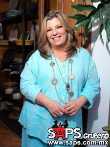 Margarita prepara disco de duetos y va por otro libro