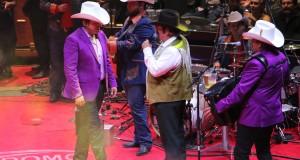Lalo Mora, Herederos de Nuevo Leon y Banda Terrones arman tremenda fiesta