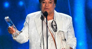 Juan Gabriel triunfa en premios Billboard