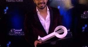 Joss Favela brilla en los premios SACM 2016 con uno de sus lujos