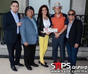 LOS-SOCIOS-DEL-RITMO-firma-contrato