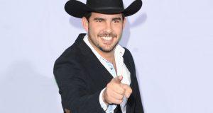 Jerry Bazúa firma con BMI en Los Ángeles