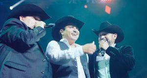 Julión Álvarez y sus amigos son un éxito en Estados Unidos