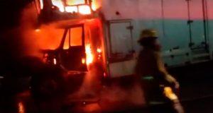 Se incendia camión de Luz y Sonido de Los Tigres del Norte