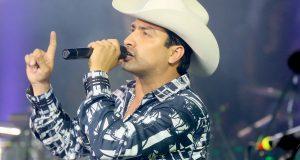 Julión Álvarez no descarta grabar dueto con Banda MS
