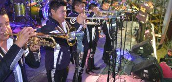 Banda Tierra Mojada pone a bailar a miles