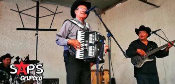 """Obispo de Zacatecas sorprende cantando y tocando el acordeón con """"Libro Abierto"""""""