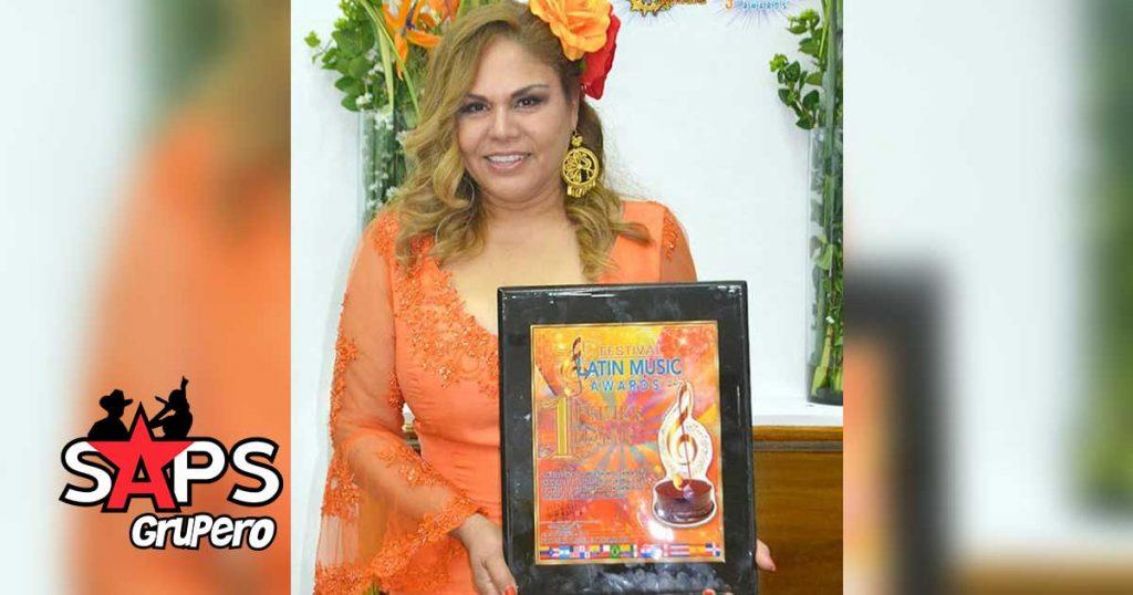 Biografía, Adela Fernández