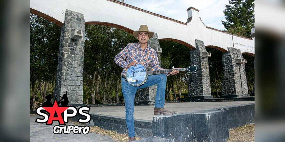 """Estás """"Tan Cerca Y Tan Lejos"""" de Abby """"El De La Guitarra Redonda"""""""